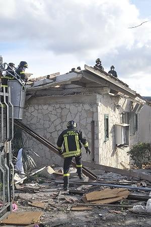 Stop a edifici in zone a rischio idrogeologico. Clini presenta le linee strategiche per il territorio