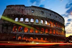 Colosseo, duemila anni di terremoti e cinquanta di traffico
