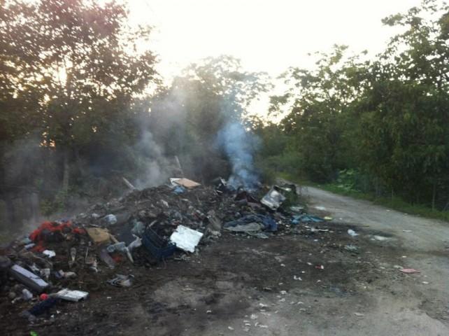 Stretta sull'incendio dei rifiuti