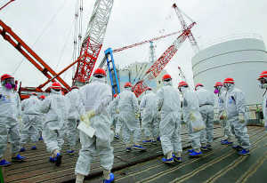 Nel cantiere Fukushima le ferite dello tsunami