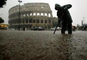 «Altro che bombe d'acqua, questa è pioggia intensa». Ma è emergenza in mezza Italia