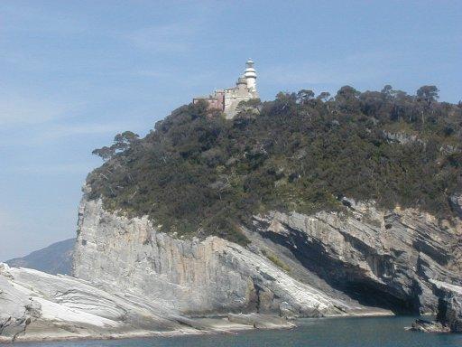 L'isola del Tino sta sprofondando. Il mare si divora il tesoro Unesco