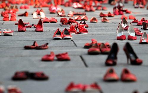 scarpe rosse contro violenza sulle donne