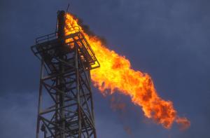 Mai tanto petrolio nel mondo: offerta al record storico in marzo