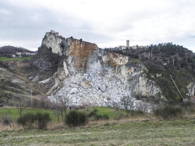 I geologi italiani sul costone franato per fare il punto della situazione e rilanciare