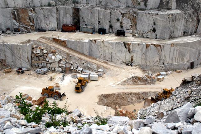 Cave, il Governo impugna la nuova legge della Toscana