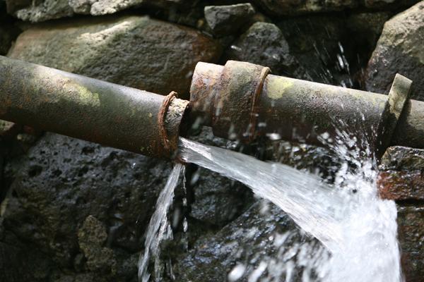 Reti idriche colabrodo: disperso un litro d'acqua su tre. In 94 capoluoghi oltre il 20% di perdite