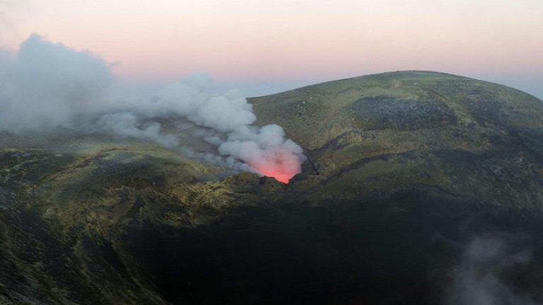 L'instabilità dei vulcani si tocca vicino alle bocche sommitali