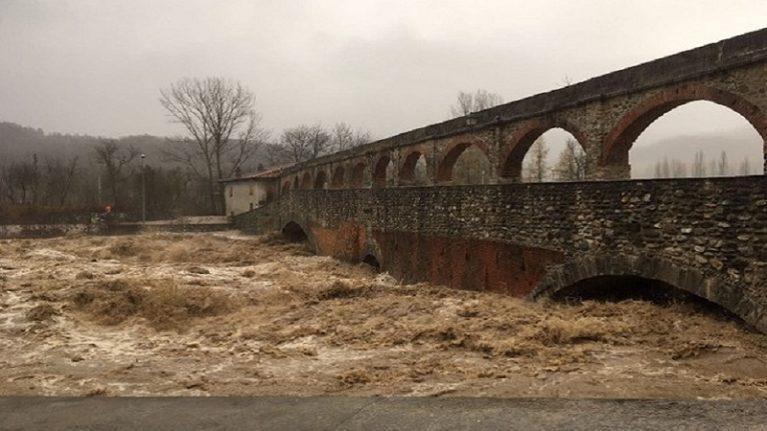 Maltempo nel nord-ovest: esondazioni, frane, voragini ed evacuazioni