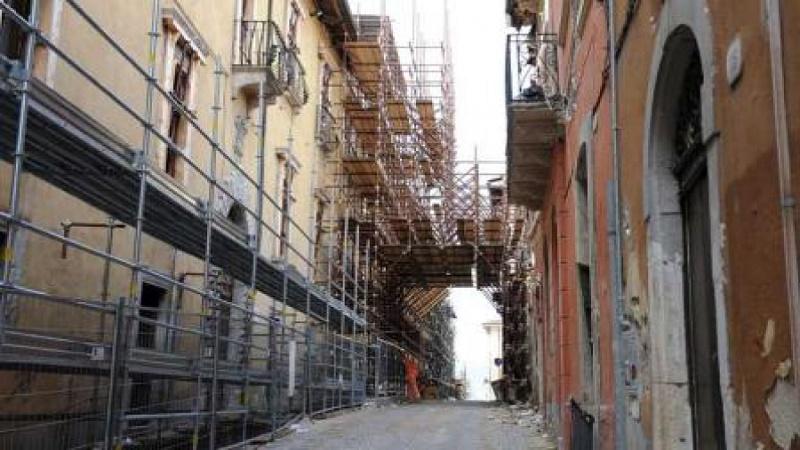 Terremoto, da oggi parte la ricostruzione privata. Dal progettista alla banca, dall'impresa al cantiere: si fa così