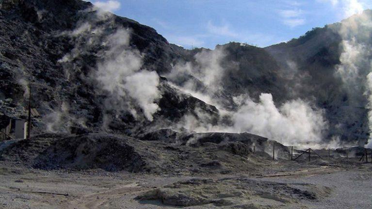 A Pozzuoli c'è chi trema, ma l'eruzione non è imminente