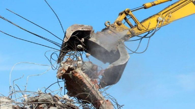 Invasione del cemento illegale. Cadono solo 2 ecomostri su 10