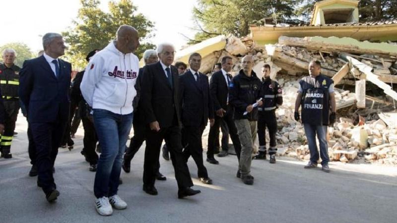"""La visita di Mattarella nei luoghi del sisma: """"Mantenere gli impegni"""""""