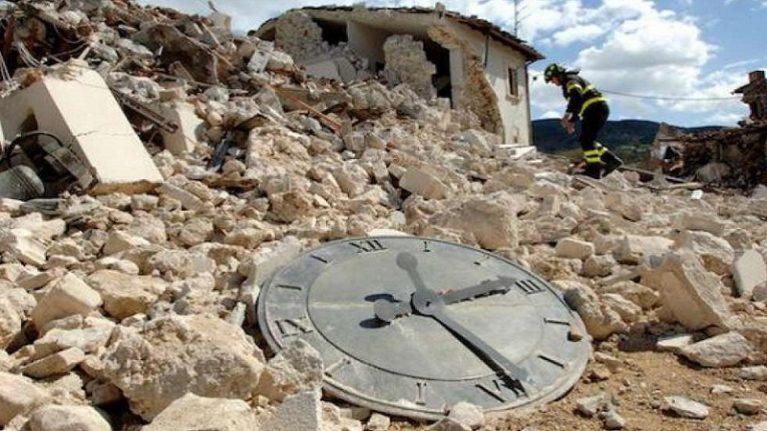 Una deformazione del terreno prima del sisma