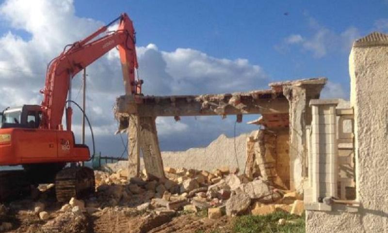 Le mancate demolizioni degli abusi edilizi in Italia. Più colpite le aree costiere