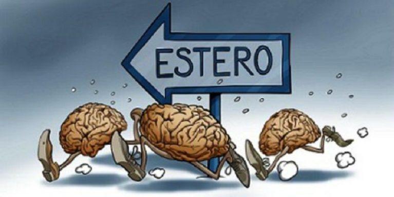 Fuga di cervelli, quasi 1 laureato su 2 pronto ad emigrare