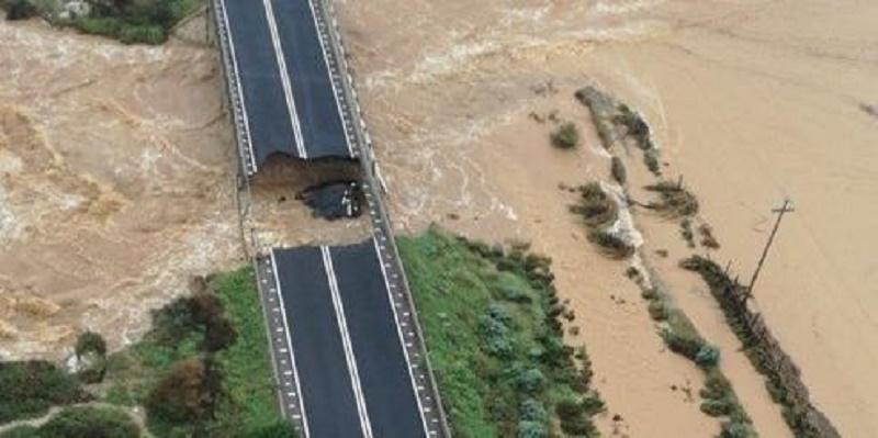 Maltempo, in Sardegna allagamenti e evacuazioni. Dispersa una donna. Allerta in Liguria