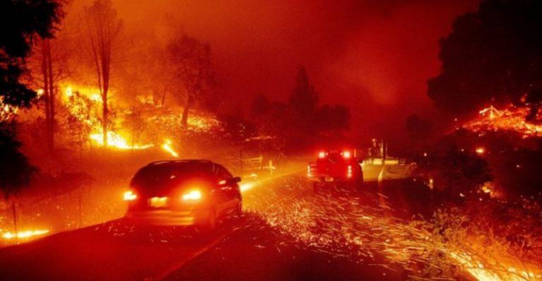In California scatta per la prima volta l'allarme rosso estremo a causa degli incendi