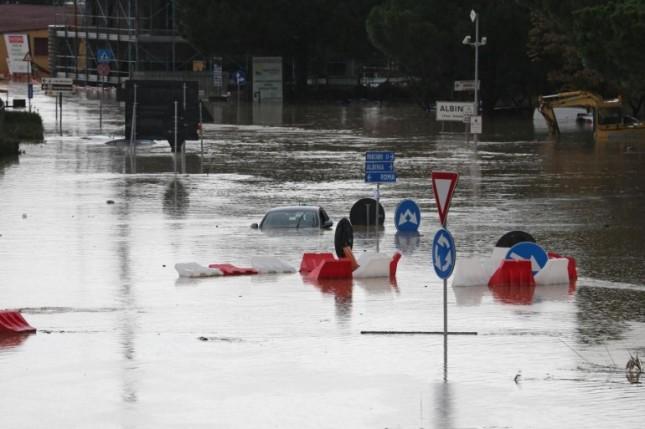 Piove, e l'Italia frana