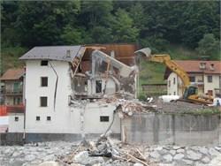 Edifici abusivi, da Legambiente un disegno di legge per demolirli
