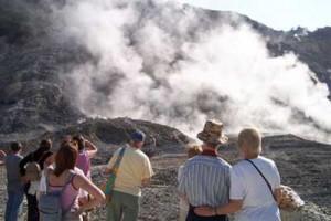 Campi Flegrei, la nave laboratorio ridisegna la mappa dei vulcani