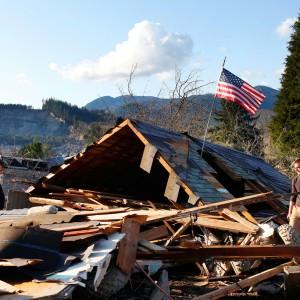 Frana di fango vicino a Seattle, 14 morti. Mancano all'appello 108 nomi