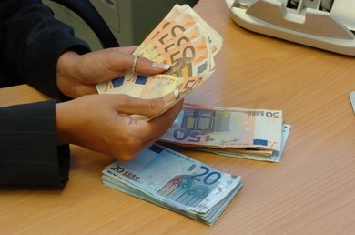 Dietrofront sulla tassa per i contanti