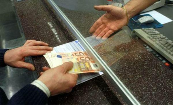 "Versamenti in banca, tassa sui ""contanti"""