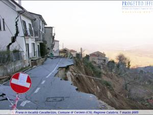 Frana Cavallerizzo: la new town è abusiva, ma si vuole donare la cittadinanza  onoraria a Bertolaso