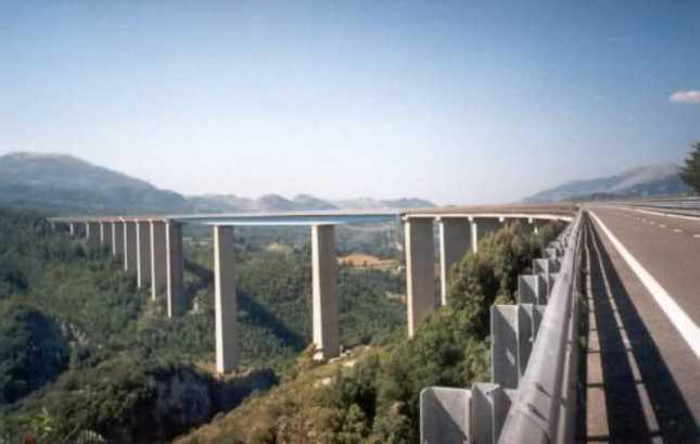 Terremoti, a Napoli il test per i ponti autostradali