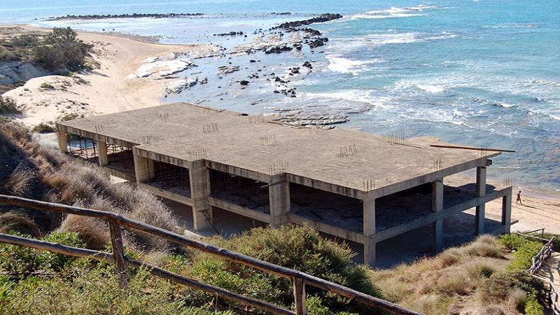 Sicilia, stop alla norma sulla sanatoria degli edifici entro i 150 metri dal mare