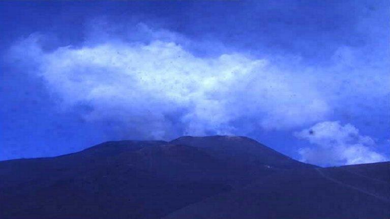 """Etna, prosegue l'attività del vulcano Ingv: """"Non c'è emissione di cenere"""""""