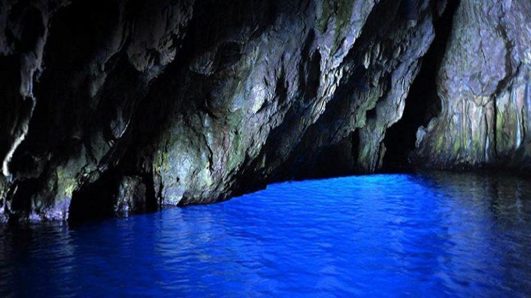 C'è una Grotta Azzurra anche nel Cilento ed i geologi ne analizzeranno le sorgenti termali
