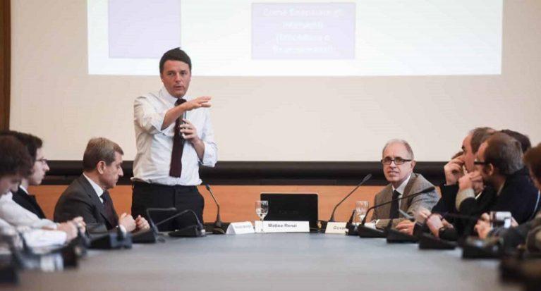 """Renzi promette fondi e attacca l'Ue: """"Pensare alle scuole, non ai bilanci"""""""