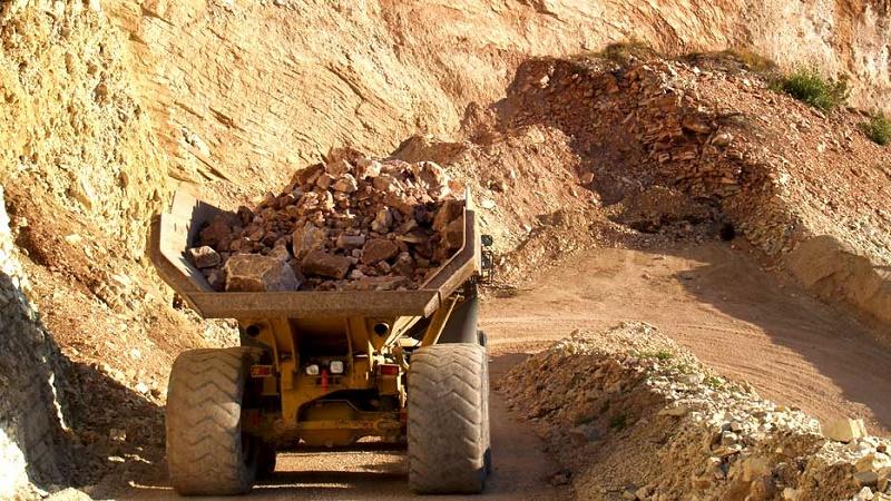Attività estrattive da cave e miniere: i dati Istat 2013-2015