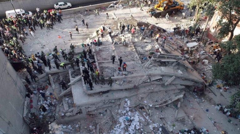 Il terremoto sbriciola il Messico. Muoiono 32 bambini sotto la scuola