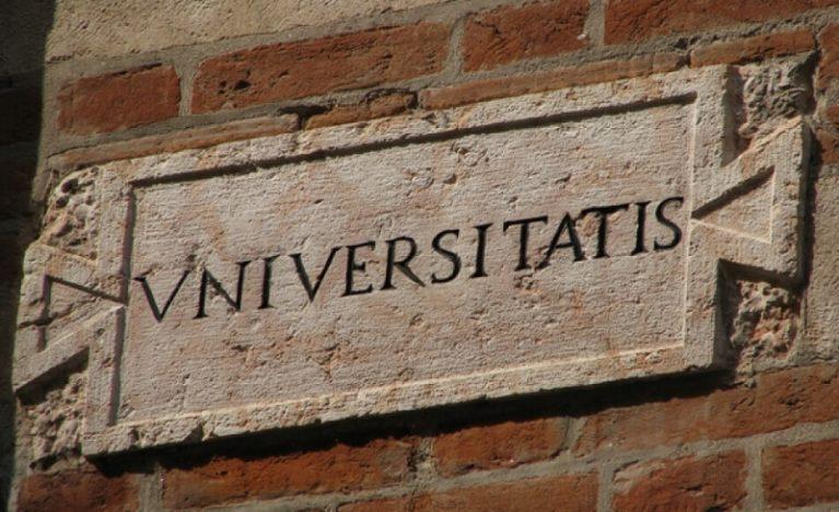 """""""Devono milioni all'Erario"""" L'indagine sul doppio lavoro di 411 docenti universitari"""