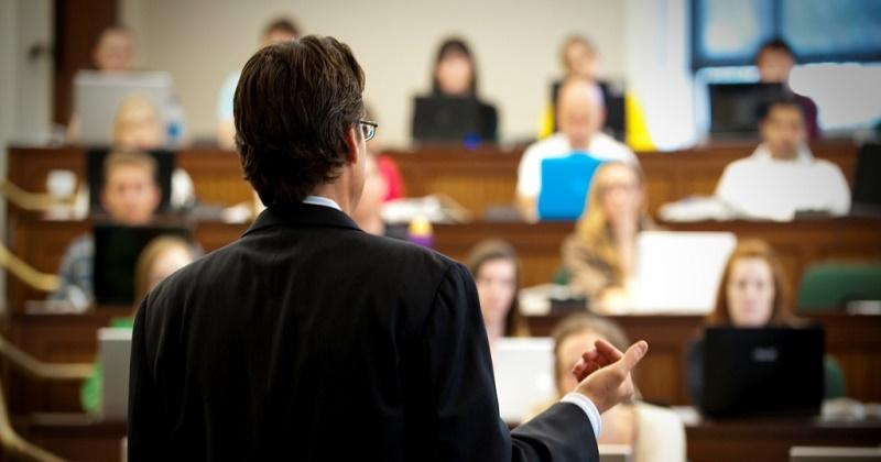 Libero professionista e docente universitario a tempo pieno: quando le due cariche possono convivere?