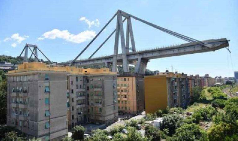 Esplosivo e robot per demolire il ponte. Giù anche 11 palazzine (con 150 case)