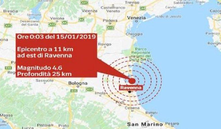 Terremoto, scossa nella notte. Paura ai piani alti, social in tilt