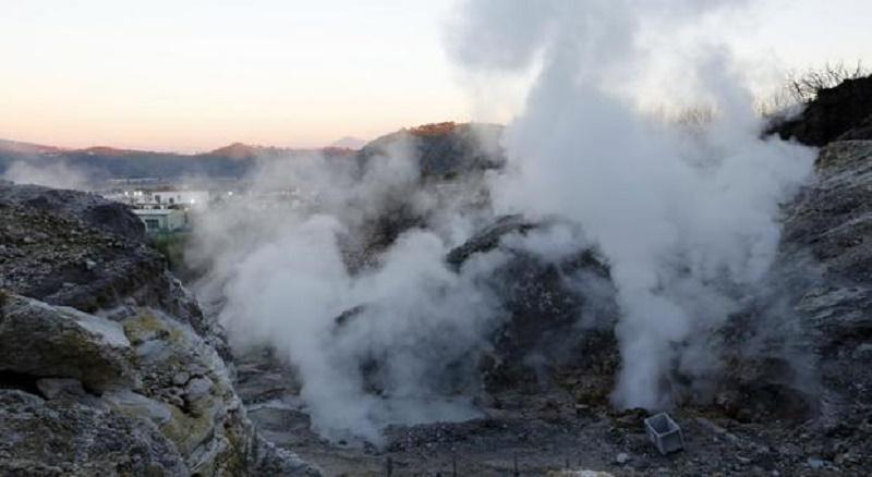 Campi Flegrei, i segreti di solfatara e supervulcano. Le fumarole di Pisciarelli mettono a rischio l'area
