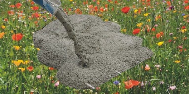 A piedi nudi nel parco di cemento