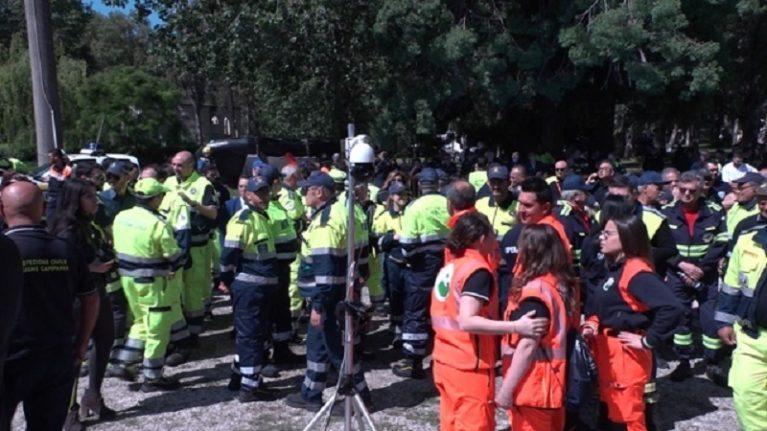 Volontari, telefoni e bus.Prove di apocalisse per la fuga dal vulcano