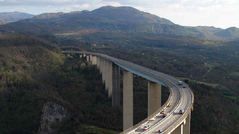 Su ponti e strade è emergenza, ma per il super-archivio non c'è fretta
