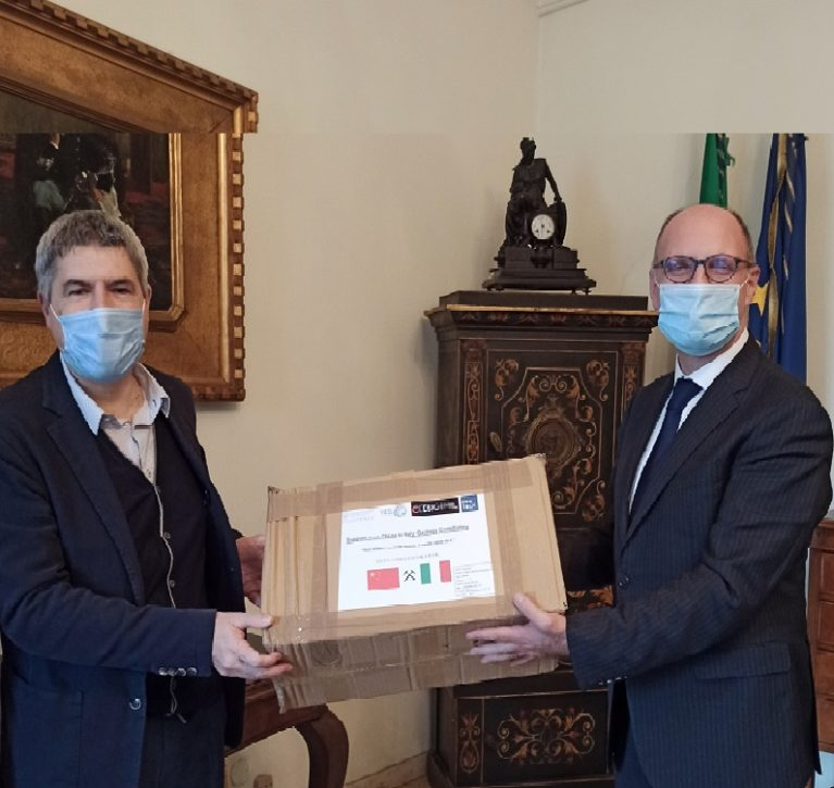 Emergenza COVID-19: Il CNG dona mascherine protettive, ricevute dai Colleghi Cinesi, alla Prefettura di Milano